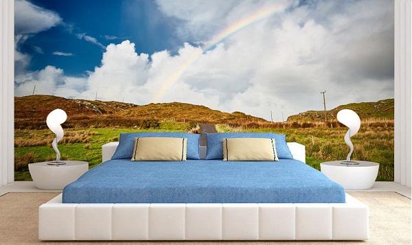 选择风景类的墙纸作为床头背景墙,不仅让卧室增添了自然气息,还给单调